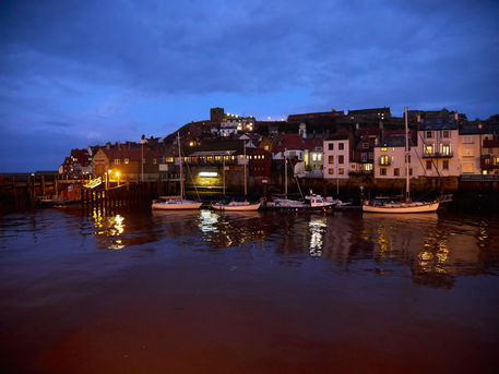Whitby-at-night0100