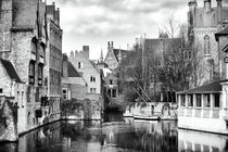 Canal Reflections in Bruges von John Rizzuto