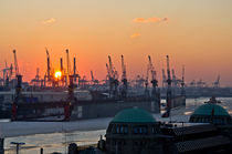Hamburg Landungsbrücken am Abend von caladoart