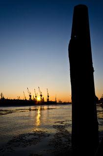 Hafen Hamburg Obelisk by caladoart