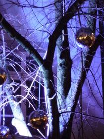 Geschmückter Winterbaum in Flieder by Silke Bicker