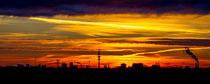 Sonnenaufgang in Hamburg von Dennis Stracke
