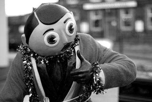 Frank-sidebottom-statue3