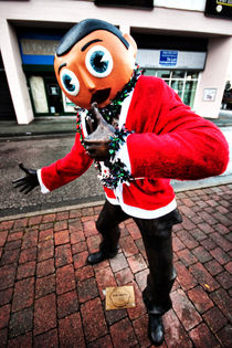 Frank Sidebottom statue by Oliver Wood