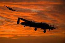Welcome Home - Avro Lancasters at Dawn von Steve H Clark Photography