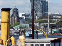 Hamburg/Elbe by Peter Norden