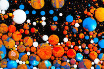 Orange heap galaxy - oil paint marbles nr.12 von rclassenfotostock