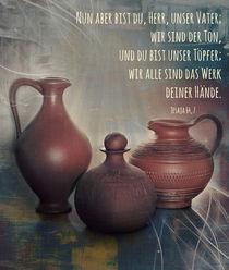 Tongefäße mit Bibelvers by Helene Souza