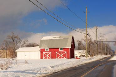 Red-barn-in-winter0312