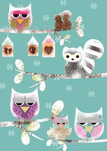 Cute Owls in Winter with snowflakes von Claudia Schoen