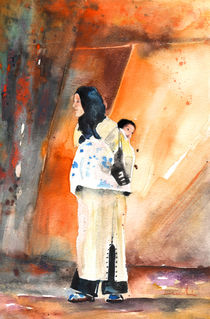 Moroccan Woman carrying Baby 01 von Miki de Goodaboom