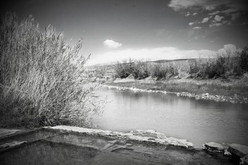 Rio-grande-hot-springs-in-black-and-white