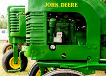 John Deere Model L With Model G Behind von Jon Woodhams