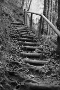 Holztreppe, schwarz weiss Foto von Kathleen Follert