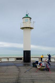 Fishing on the pier of Nieuwpoort, Belgiuim von 7horses