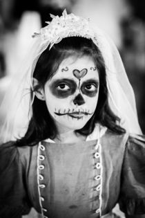 Day of the Dead Celebration young girl dressed as dead bride von Matilde Simas