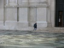 An Avid Worshiper - Venice von OG Venice Italy Travel Guide