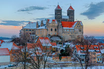 Das Quedlinburger Schloss und Stiftskirche im Winter beim Sonnenuntergang von Daniel Kühne