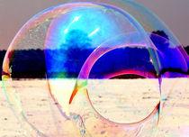 Große Seifenblasen schwebend - Giant Bubbles gliding 4 by Eddie Scott