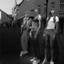 Wir stehen auf der Strasse by Gerhard Jörgens