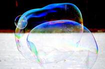 Große Seifenblasen schwebend - Giant Bubbles gliding 51 by Eddie Scott