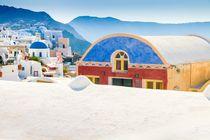 Santorin: Farbenfrohes Gebäude in Oia von Björn Kindler