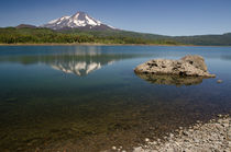 Llaima volcano reflected on the Conguillío lake by Víctor Suárez