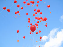 Red baloons rising von amineah