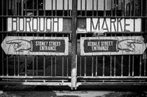 Borough Market Gates BW von Heather Applegate