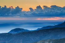 Ethereal mountain sunset at twilight von Nikos Vlasiadis
