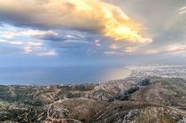Fiery sun breaking through cloud over the coast von Nikos Vlasiadis