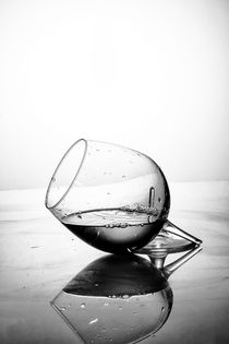 Broken glass by Roberto Giobbi
