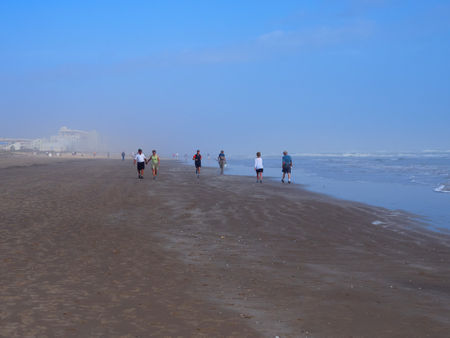 Walking-on-the-beach0189