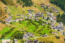 Chalets und Hotels auf der Riederalp mit Golfplatz von Matthias Hauser