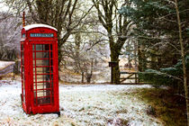Old Red Phone Box in the Snow von Derek Beattie