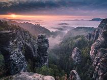 Sonnenaufgang auf den Felsen von Andreas Wonisch