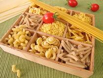 Kiste mit Nudeln von Heike Rau