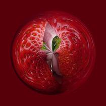 Strawberries from the inside von Robert Gipson