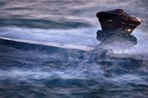 Bollard under the waves von Giorgio  Perich