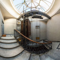 Italien, Rom: historischer Aufzug / Fahrstuhl von Ernst  Michalek
