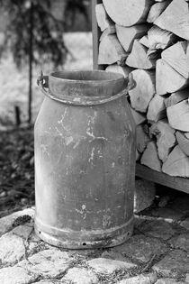 Alte Milchkanne von Kathleen Follert
