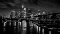 Skyline and boardwalk at night (Frankfurt / Main) by Andreas Sachs