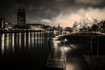 Skyline and boardwalk at night (Frankfurt / Main) by Andreas Sachs