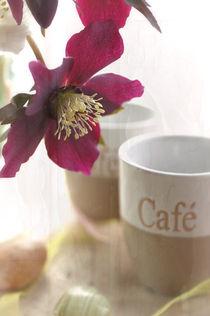 Modernes Küchenbild aus Kaffeetassen mit Blumen Flair von Tanja Riedel