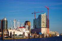 Elbphilharmonie und Cap San Diego in Hamburg von Dennis Stracke