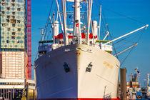 Elbphilharmonie und Cap San Diego in Hamburg by Dennis Stracke