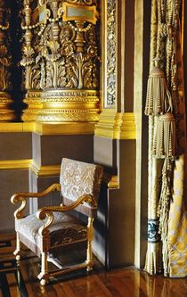 The Chair in the golden Room von Wolfgang Dengler