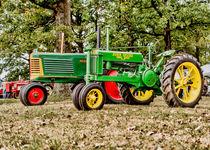 John Deere 1935 General Purpose Tractor with Oliver Row Crop 77 von Jon Woodhams