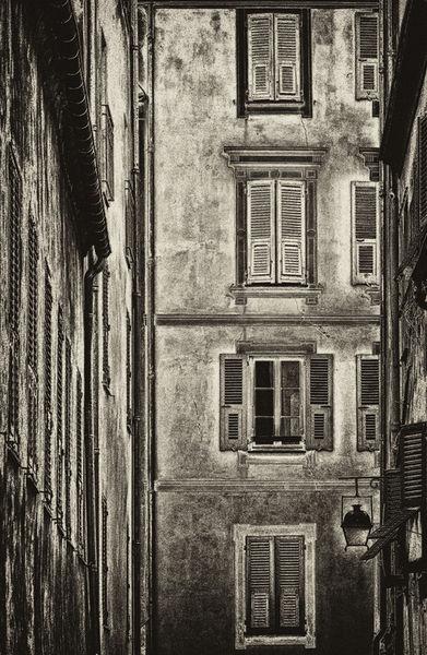 Antique-facade