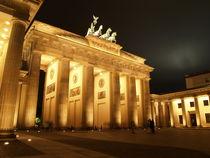 Brandenburg Gate by night von Jake Ratz